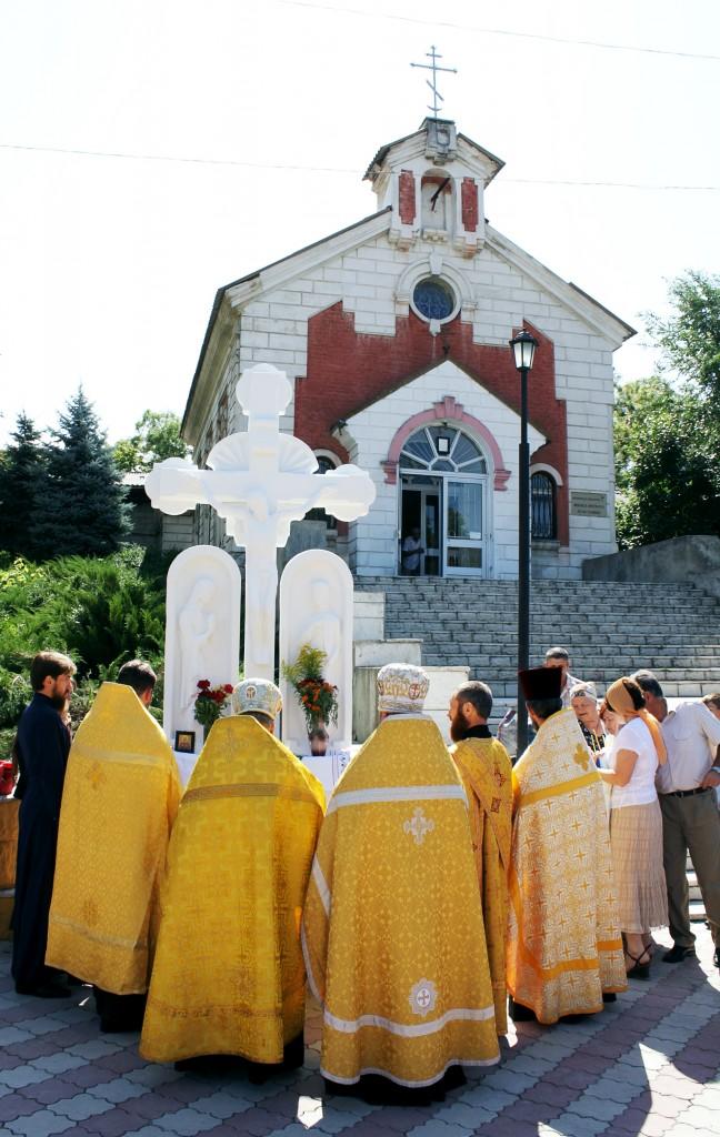 Sfintirea Troitei din fata Bisericii sf. Cneaz Vladimir. (1)